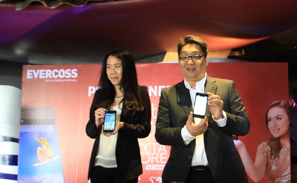 Evercoss Promo Elevate Y2, Android Octa Core 2,3juta di Taman Anggrek