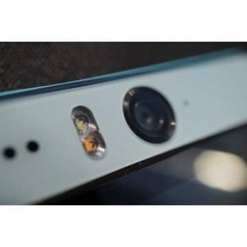 5 HP Kamera Depan dengan Flash Bikin Muka Makin Cakep