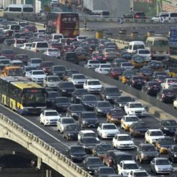 Cara Bawa Mobil yang Benar Dalam Keadaan Macet
