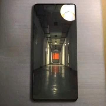 Bocoran Foto Huawei Mate 20 Pro Muncul, Punya Rasio Layar Super Besar