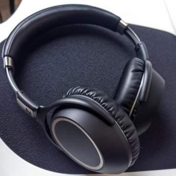 5 Headphone dengan Fitur Noise Cancelling Terbaik untuk Traveler