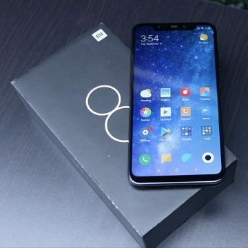 Harga Xiaomi Mi 8 Terus Turun, Makin Auto Beli?