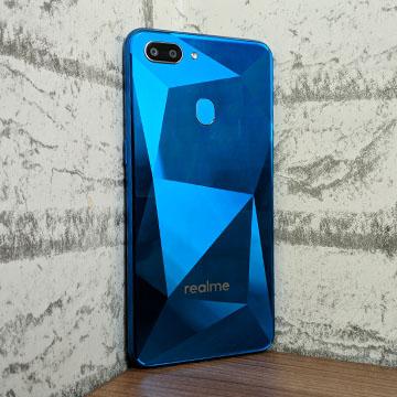 Unboxing Pertama Realme 2, Cover Belakang yang Menggoda