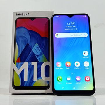 Review Samsung Galaxy M10: Baterai Besar Ga Bikin Gusar
