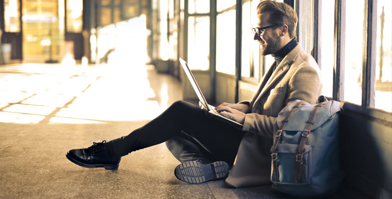 6 Gadget Penting yang Memudahkan Perjalanan Bisnis