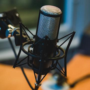 Mau Mulai Siaran Podcast Sendiri? Siapkan 7 Peralatan Ini