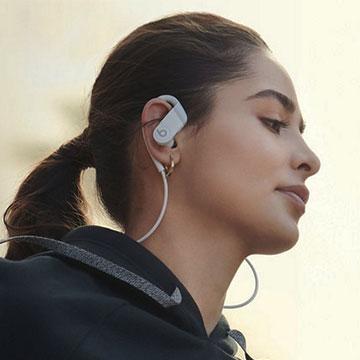 Earphone Beats Powerbeats 4, Desain Memikat Baterai Tahan Lama