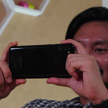 Asyiknya Nonton Konser Online di Samsung Galaxy M21
