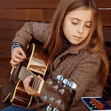 7 Aplikasi Belajar Gitar Gratis untuk Pemula