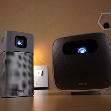 Mending Mana Benq GV1 atau BenQ GS2? Proyektor Portable Terbaik Masa Kini