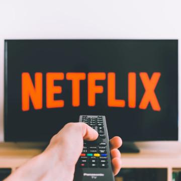 Cara Auto Download Film dan Series Netflix di Android dan iOS