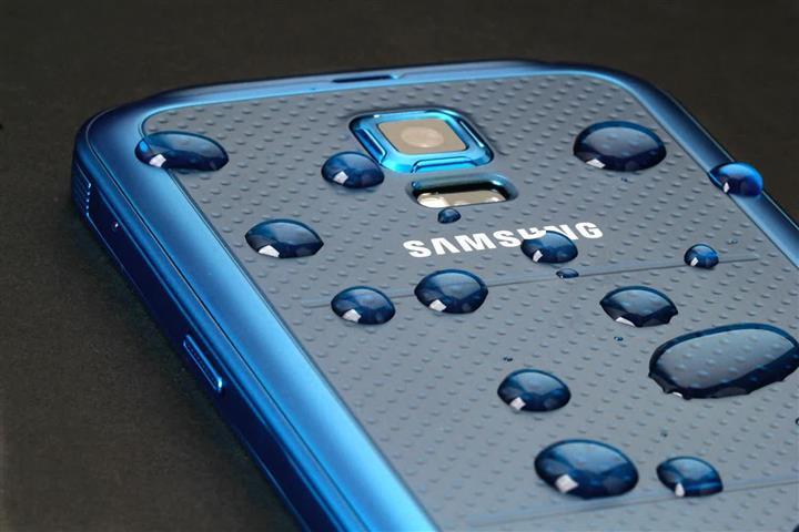 Samsung Galaxy S5 Plus Diam-Diam Curi Perhatian