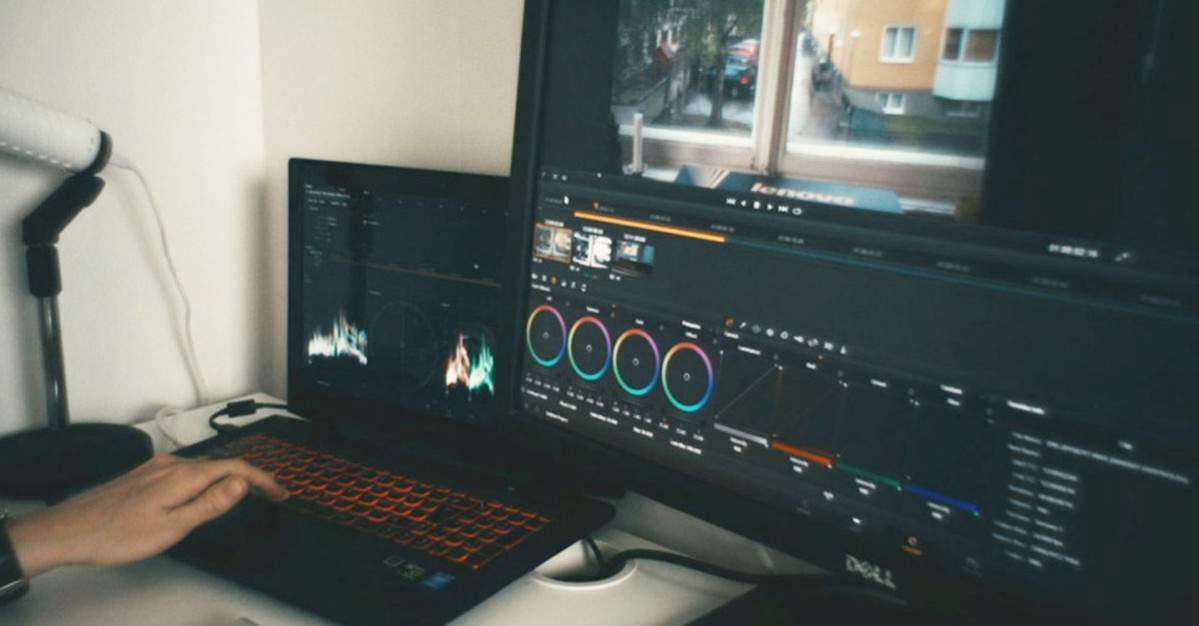 laptop editing video 5 jutaan