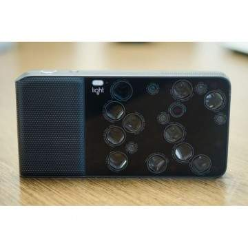 Light L16, Kamera dengan 16 Lensa Individual yang Melekat di Tubuhnya