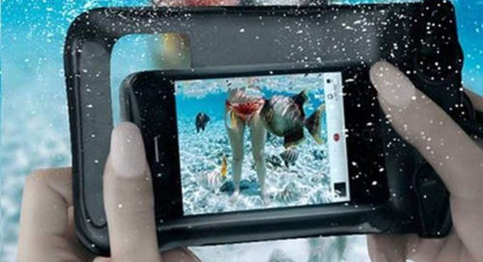Promo Aksesoris Pelindung Ponsel Tahan Air di Musim Hujan