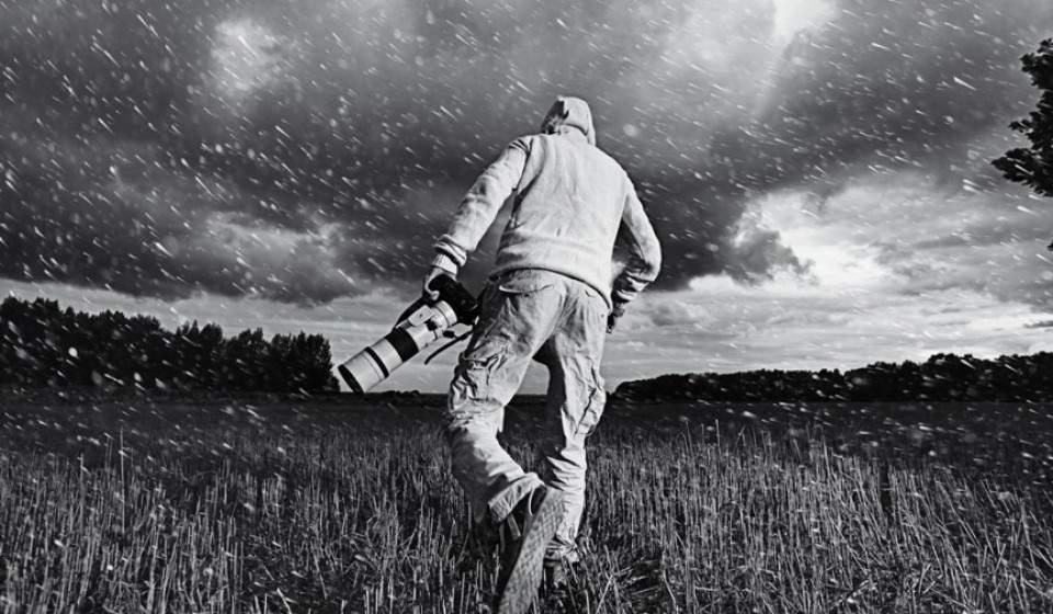 Pelindung Kamera DSLR Saat Hujan