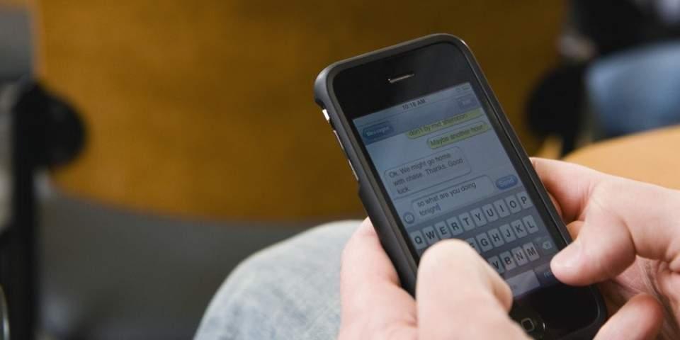 4 Tips Mudah dan Aman Menjawab Telepon di Dalam Kelas