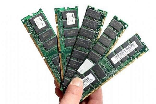 Beda RAM dan ROM