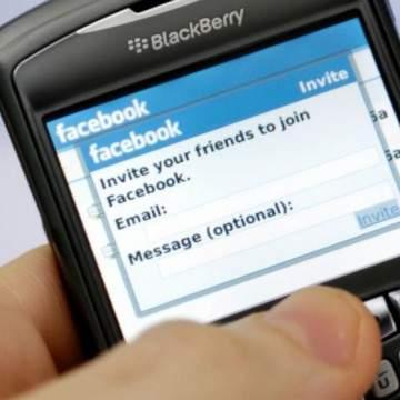 Setelah WhatsApp Kini Facebook Tinggalkan BlackBerry