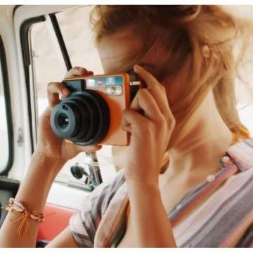 Leica Sofort, Kamera Instan Bisa Langsung Cetak Foto