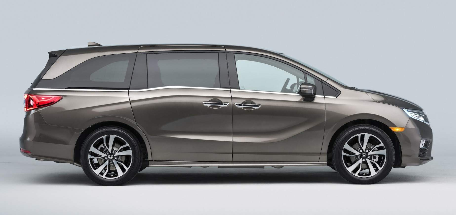 Pabrikan Mobil Honda Memamerkan Multi Purpose Vehicle (MPV) Odyssey  2018 Generasi Kelima Dalam Ajang Detroit Auto Show 2017. R