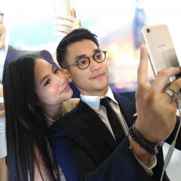 Komentar Afgan dan Pevita Pearce Selfie Pakai Vivo V5 Plus