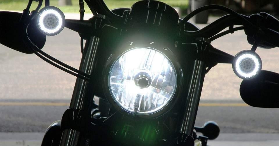 Inilah Bahaya Menggunakan Lampu LED Putih di Motormu!