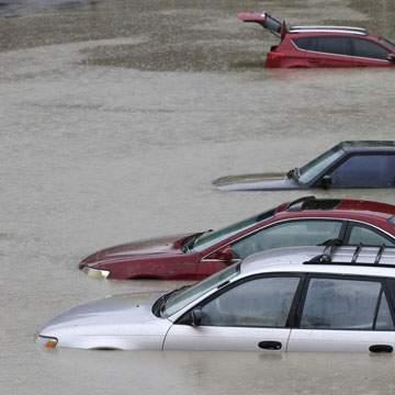Mobil Terendam Air Saat Banjir, Lakukan Langkah Berikut Ini!