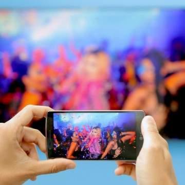 Ingin Smartphone Bisa Ditampilkan di TV? Cek Dulu Ciri-Cirinya