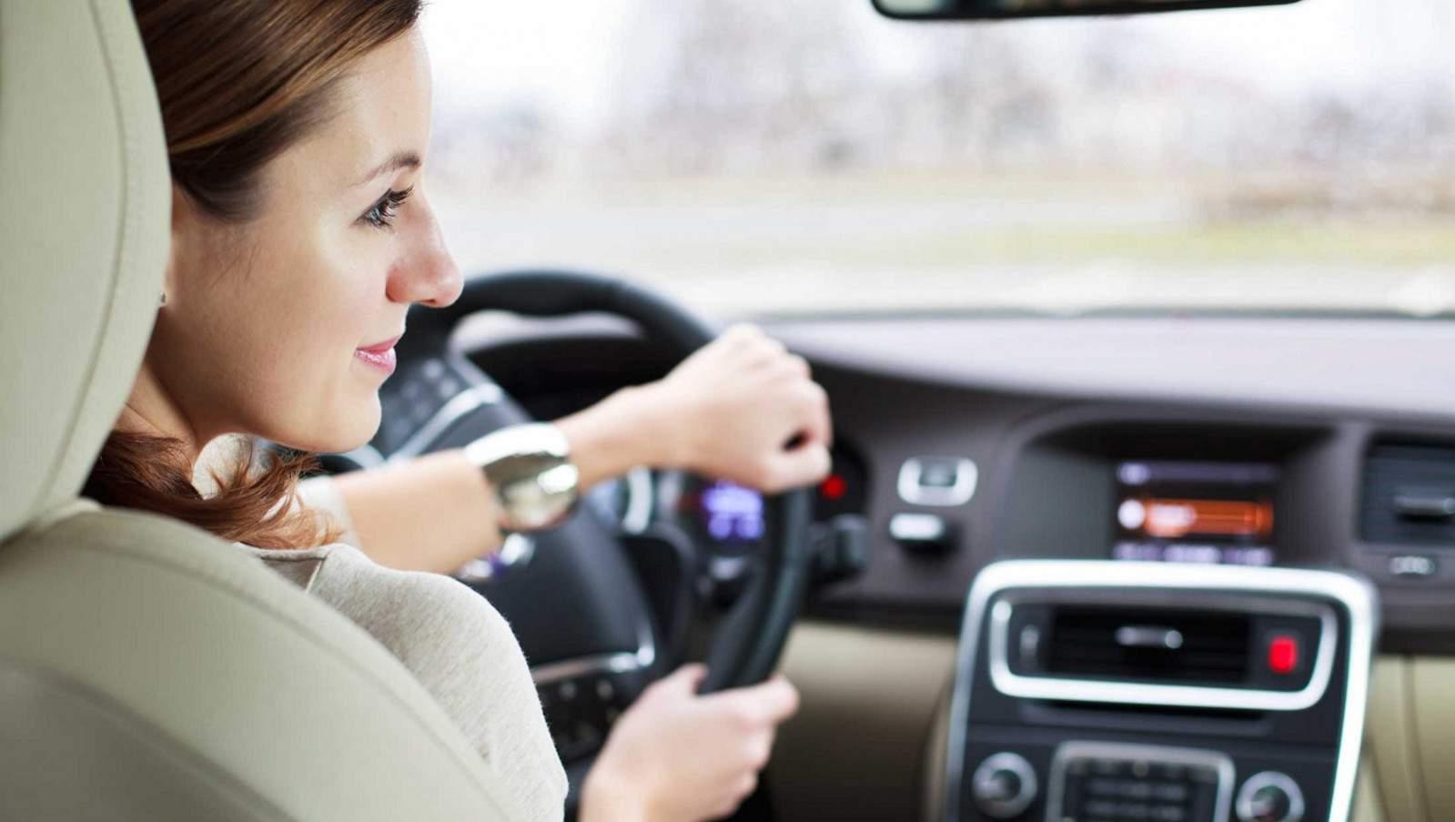 wanita mengemudi