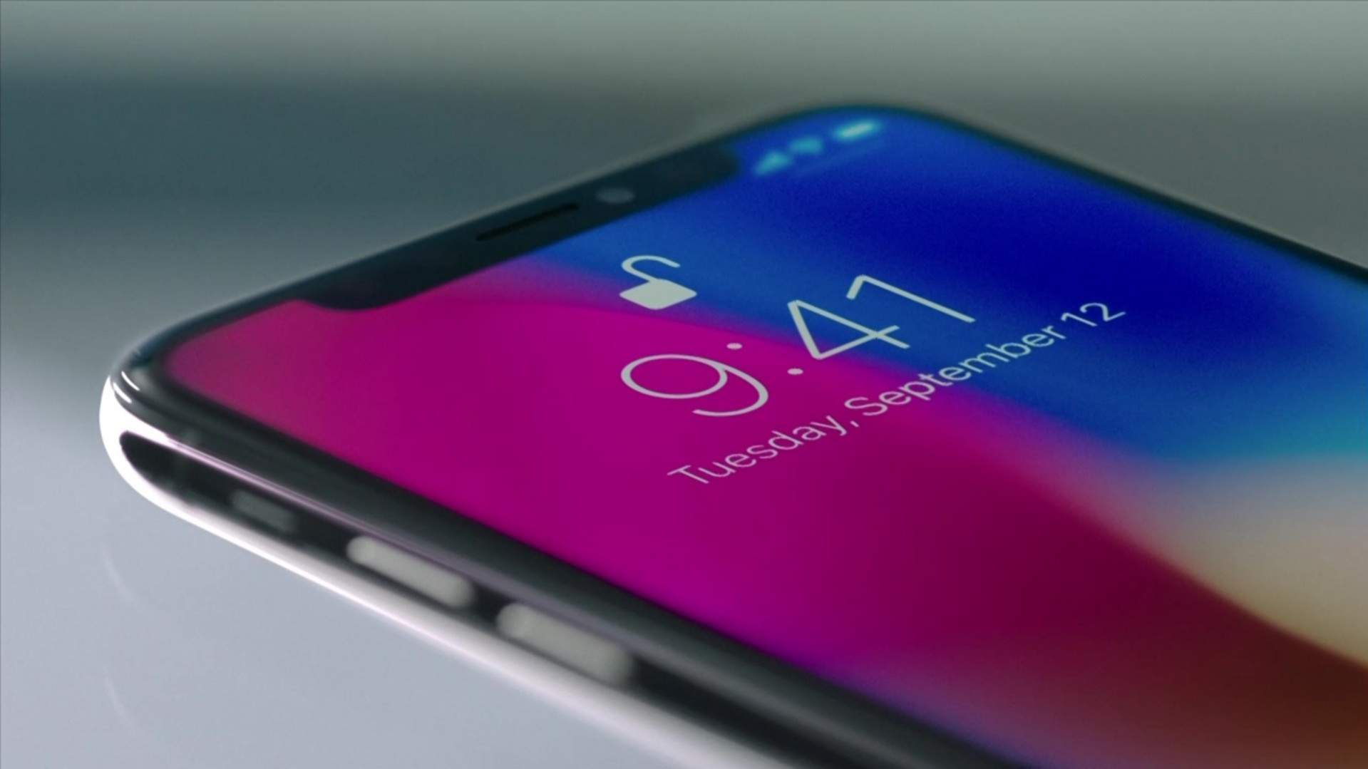 Hal ini membuat layar bisa menampilkan gambar dan video dengan lebih jelas.  Skala yang dihadirkan juga cukup besar bila dibandingkan iPhone 8. 1c5be4c73c