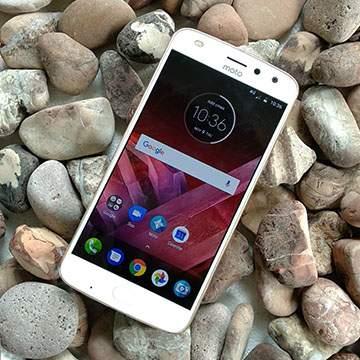 Review Moto Z2 Play: Bodi Tipis, Baterai Tahan Lama