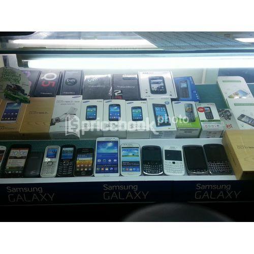 AVRIL Phone @ITC Cempaka Mas